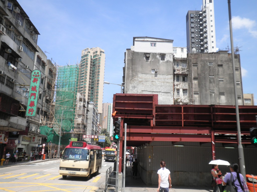 Photo 2: New Citygate Chinese Herbal Medicine Store on the left; across the street once stood the district's largest department store, International, boasting a history of more than 50 years.